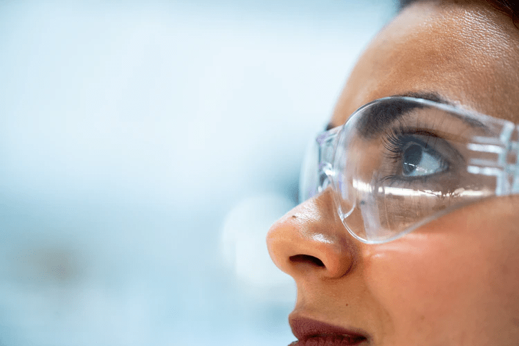Why Your Worker Should Wear Safety Glasses
